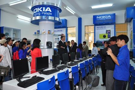 Nokia Mobile Innosphere tai truong DH BK Da Nang