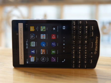 BlackBerry 9983 theo phong cách Porsche Design với giá 50 triệu đồng