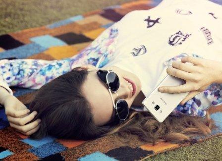 Galaxy A5 smartphone thời trang tự sướng mọi lúc mọi nơi