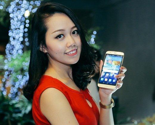 Huawei G7 Plus với tông màu vàng cát sang trọng sẽ có mức giá bán 899 triệu đồng