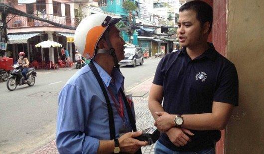 Ong Nguyen Minh Toan Pho Giam doc Trung tam Quan ly cuoc thuoc FPT Telecom chia se cung thu phi vien