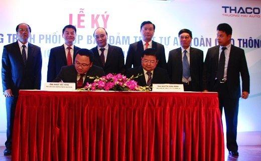 ông Khuất Việt Hùng Phó chủ tịch chuyên trách UBATGTQG - ông Nguyễn Hùng Minh TGĐ Thaco 1