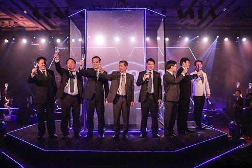 Lãnh đạo Tập Đoàn VNPT TCT VNPT VinaPhone nâng ly chúc mừng ra mắt đầu số 088