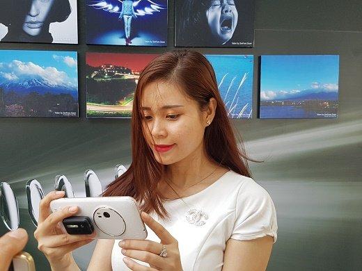 ZenFone Zoom smartphone cao cấp nhất của ASUS có mặt tại VN 2