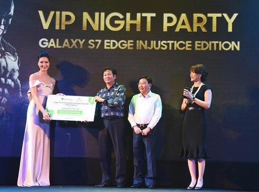 360 triệu đồng đấu giá Galaxy S7 Edge Injustice Edition dành cho từ thiện