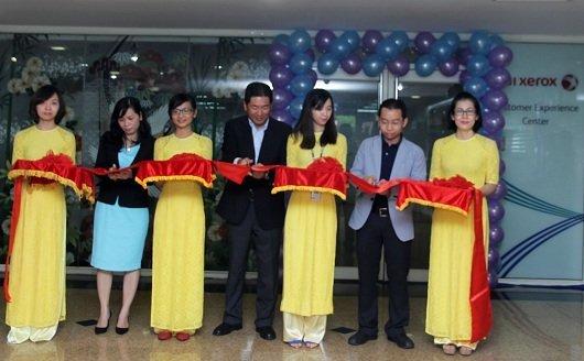 1.Cat bang khanh thanh Trung tam Trai nghiem San pham May In Cong nghiep Ribbon cutting procedure