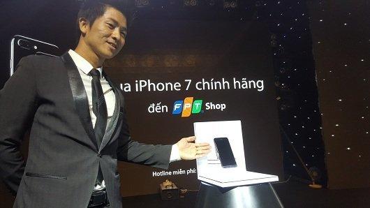 Hơn 12.000 người đặt cọc iPhone77plus tại FPTShop