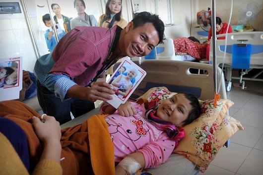 Help-Portrait VN năm thứ 7 9.813 bức ảnh đã được trao tặng cho bà con